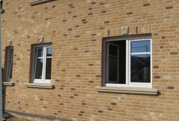 Betonwerkstein-Fensterbaenke-WSB-200-sandstein-beige-_-070