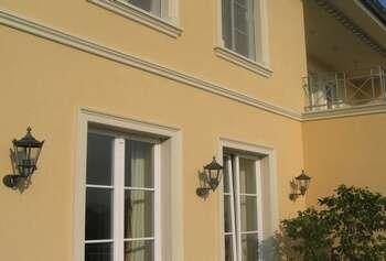 Tür- und Fensterumrahmungen und Gesimsprofile aus Beton