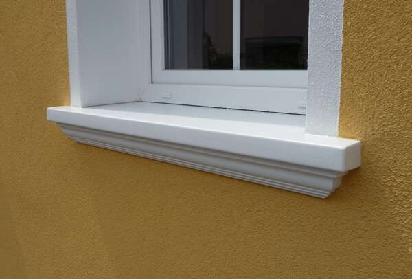 Betonfensterbank SLB 550 mit Länge auf Maß und seitlichen Abschlüssen